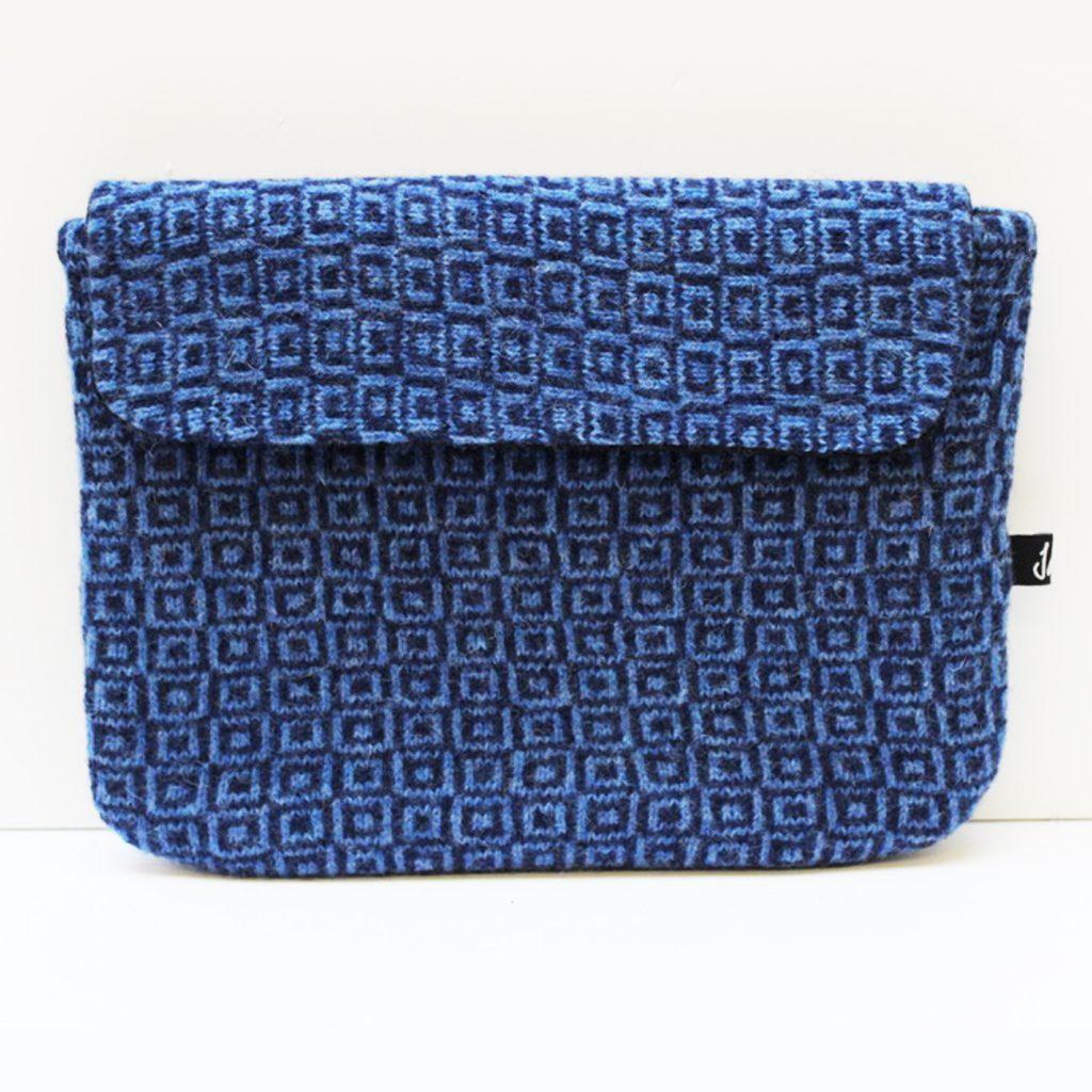 blue i pad